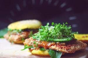 Erdnuss-Bärlauch-Burger