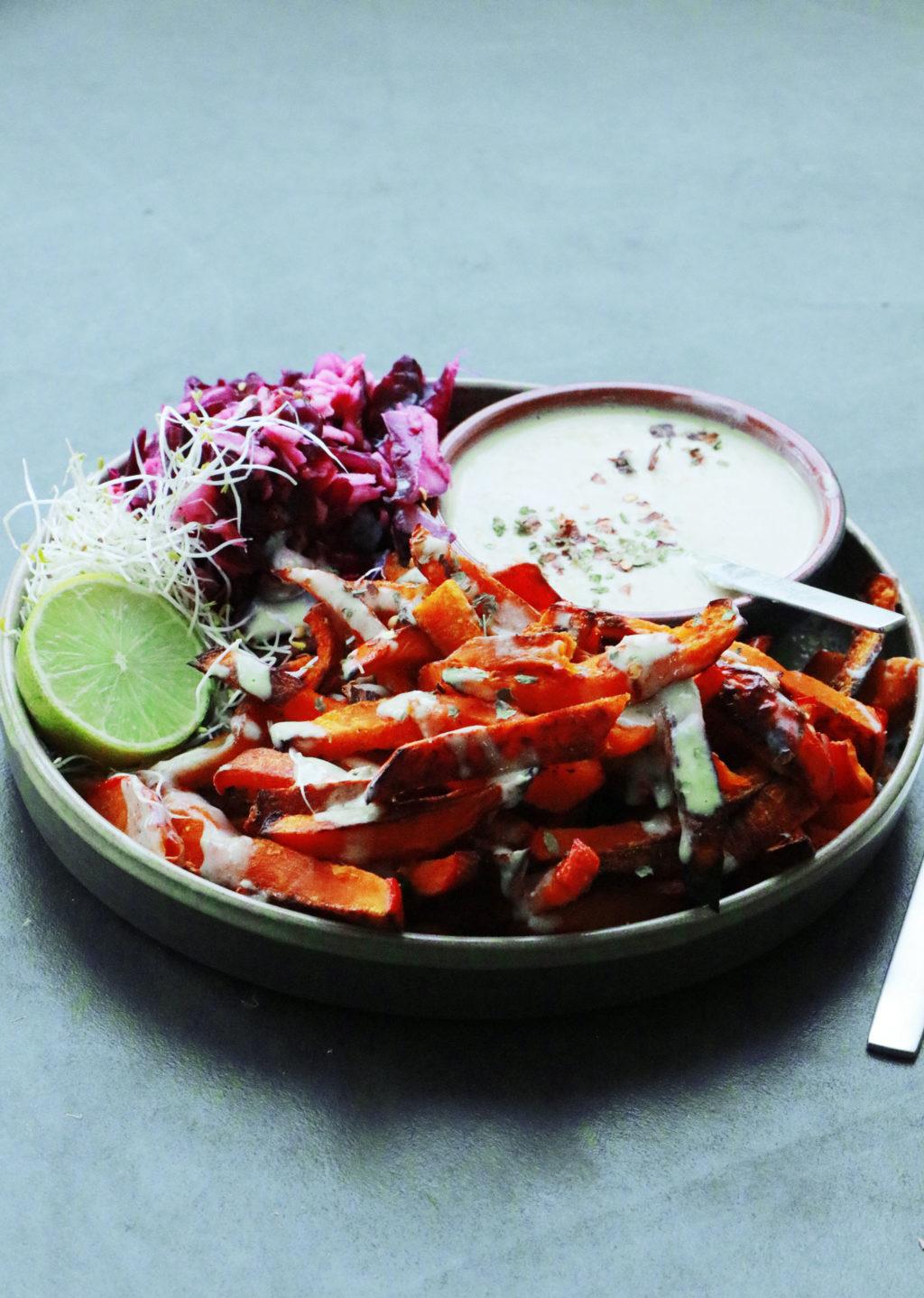 Kürbispommes mit Curryjoghurt